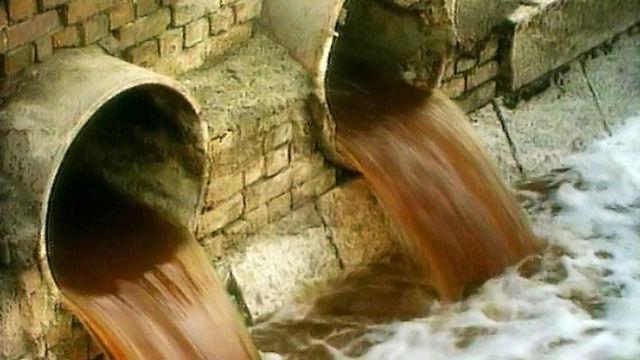В пос. Первомайский жители задыхаются от сточных вод