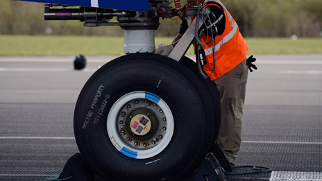 modern aircraft brakes Braking systems history 20 may 2009, 14:09 utc  the drum based braking system can be considered the forefather of the modern day brake a forefather who is still alive, as drum brakes are.