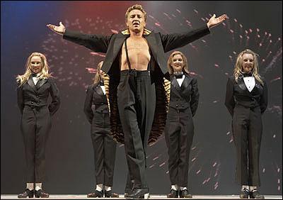 Властелин танца Майкл Флэтли.