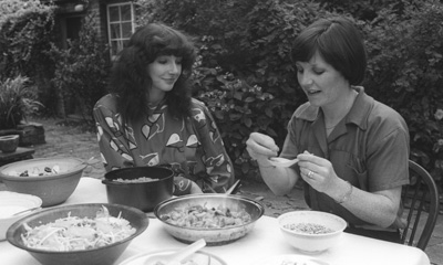 Delia Smith demos vegetarian cooking to Kate Bush - 1979.