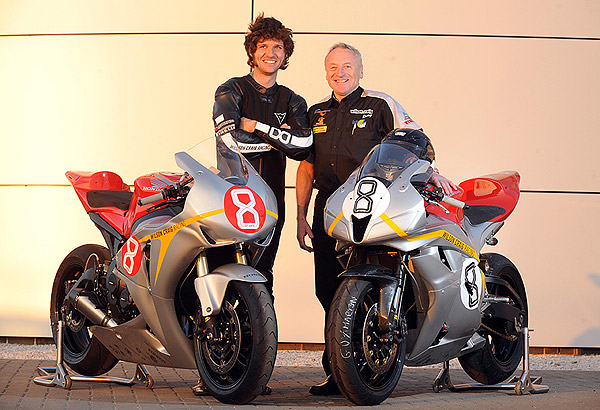 guy_martin_with_wilson_and_bikes.jpg