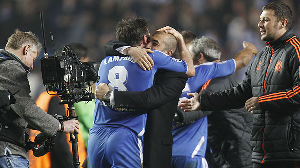 Roberto di Matteo hugs Frank Lampard