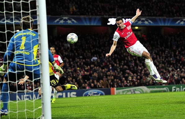 Van Persie heads Arsenal's opening goal. Photo: Getty