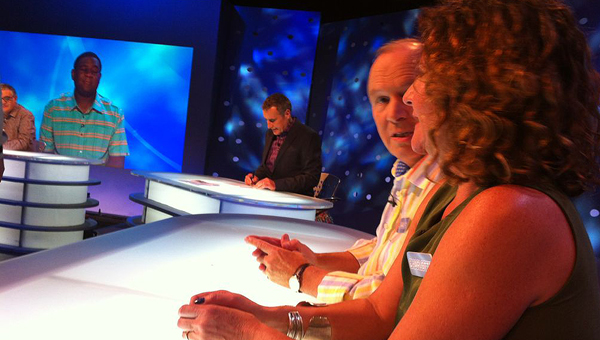 Charles Collingwood (Brian) and Charlotte Martin (Susan) in the Eggheads studio