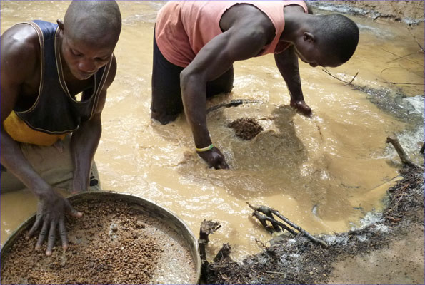 Diamond miners near the town of Bo in Sierra Leone