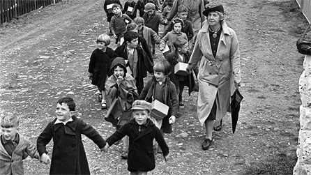 Evacuees in Newtown and Oswestry