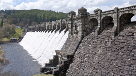 Lake Vyrnwy dam by Ron Kyte