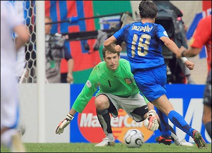 Filippo Inzaghi rounds goalkeeper Petr Cech to score the second goal