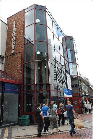 http://www.bbc.co.uk/coventry/content/images/2009/07/24/two_tone_library0_315x470.jpg