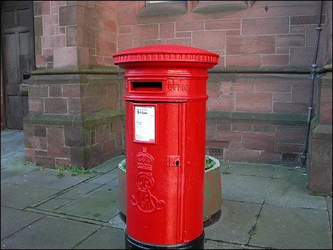 http://www.bbc.co.uk/cumbria/content/images/2004/12/04/post_box_barrow2_470x353.jpg