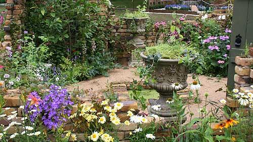 Bbc gardening flower shows the 39 chase 39 secret garden for Secret garden designs
