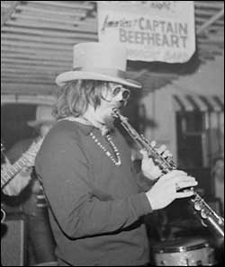 http://www.bbc.co.uk/herefordandworcester/content/images/2008/12/16/captain_beefheart_colin_hill_body_250x297.jpg