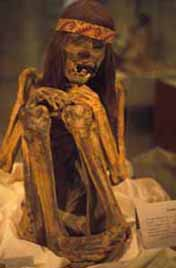 Image of a peruvian male mummy wearing a textile headband