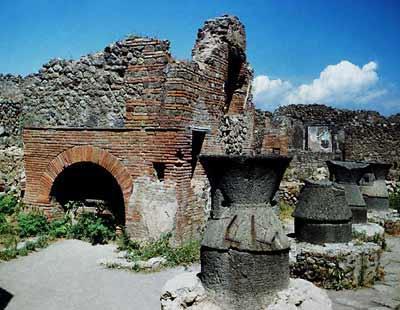 art and lesiure in ancient pompeii essay Everyday life in pompeii revealed date: april 27, 2007 source: university of leicester summary: until recently archaeologists working on pompeian artefacts have tended to concentrate on.
