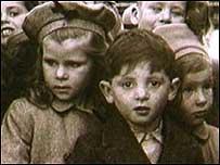 Hola a todos - Página 2 Child_migrants203
