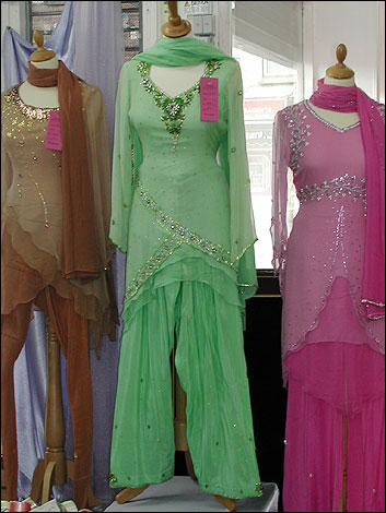 eid fashion1a 353x470 - Beautiful Shalwar Kameez