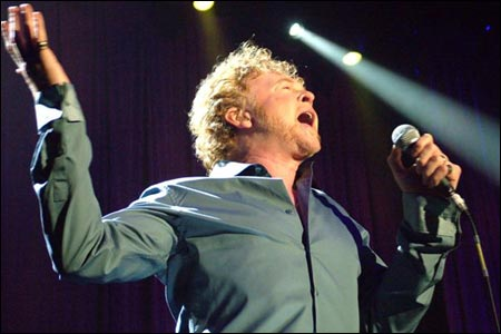 http://www.bbc.co.uk/manchester/content/images/2005/11/02/281005_simply_red_01_450x300.jpg