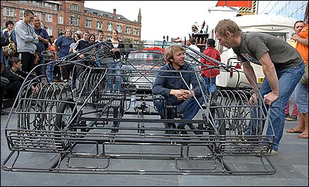 Adivinen cuales son las falsas. Solo hay 2 falsas Pedal_powered_lamborghini_450x273