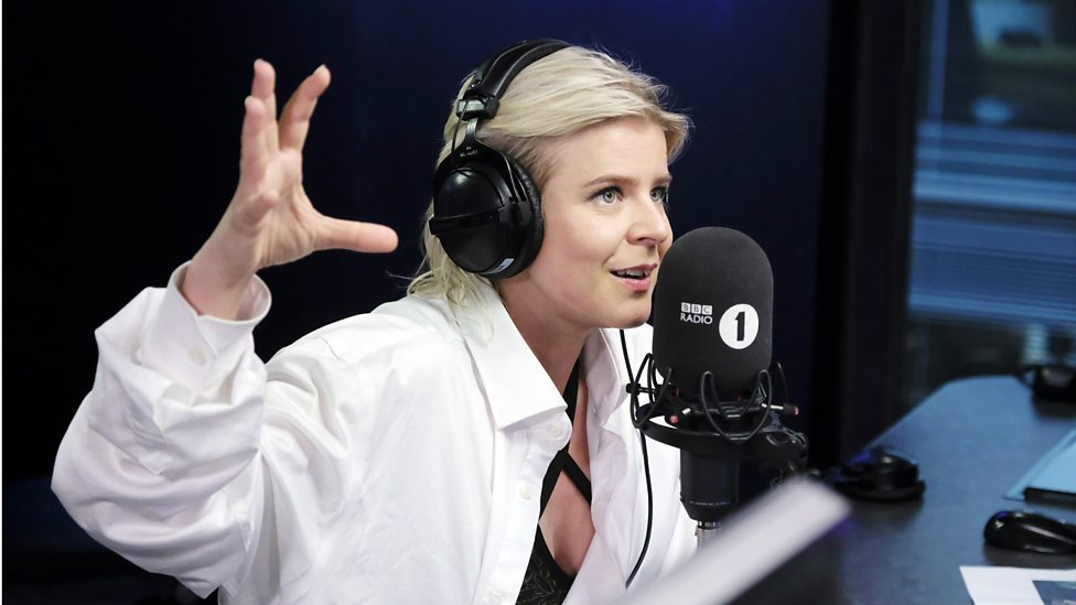 [LISTEN] BBC Radio 1 - Robyn chats to Annie Mac, and plays her new single, Missing U
