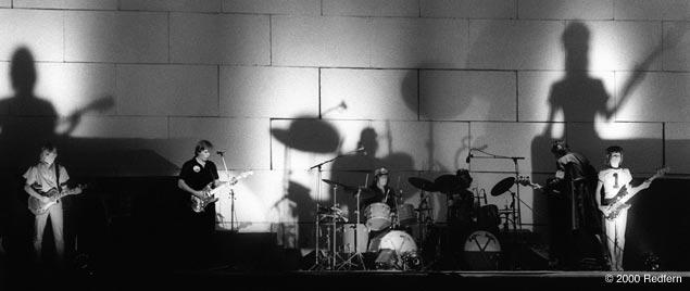 Resultado de imagen de el muro pink floyd en concierto