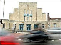 Bbc northamptonshire history memories of the mounts for Mounts swimming pool northampton