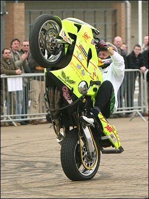 como dizer empinar moto bicicleta em inglês english experts