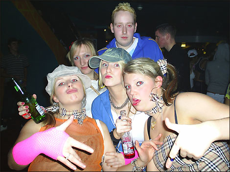 http://www.bbc.co.uk/nottingham/content/images/2005/02/16/kinki_chavs_015_470x352.jpg