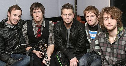 http://www.bbc.co.uk/radio1/livelounge/artist/media/080305_group_220.jpg