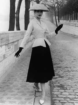 Cristóbal Balenciaga- 1937 году в Париже открывается Дом моды Баленсига, где он начинает творить революцию в мире...