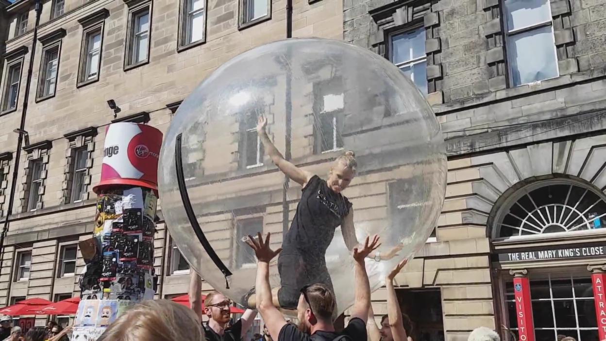 Street performers at the Edinburgh Festival in 2017