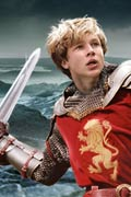 Peter (William Moseley) with sword upraised, from the film.