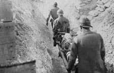 the horrors and cruel reality of world war i in dulce et decorum est a poem by wilfred owen Get insight into the experiences of soldiers in world war i through poetry and  literature excerpts  the old lie: dulce et decorum est pro patria mori after the .