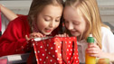 Primary school pupils enjoying their packed lunch © micromonkey @ Fotolia.com