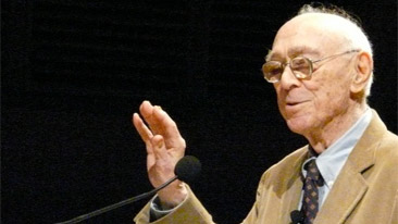 Jerome Bruner talking at Tapestry event in 2008. Photo by Jacquetta Megarry.