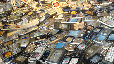 Mobile phones. CC Flickr:Gaetan Lee