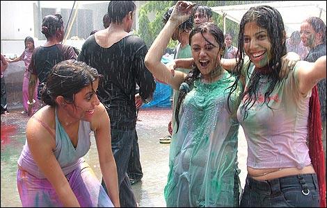 Delhi busty bhabhi playing with tits 8