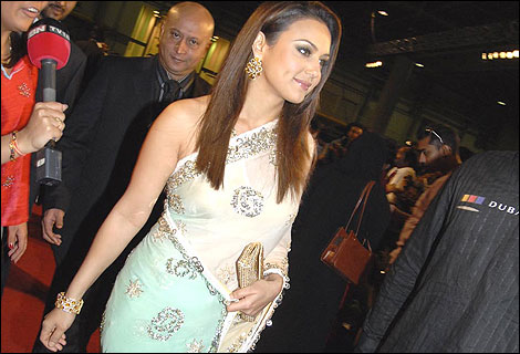 http://www.bbc.co.uk/shropshire/content/images/2006/06/30/iifa_red_carpet_470x320.jpg