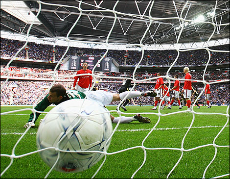 http://www.bbc.co.uk/southyorkshire/content/images/2008/04/07/cardiff_winning_goal_470x365.jpg