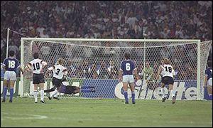http://www.bbc.co.uk/spanish/especiales/mundial2002_historia/images/020410ita90-brehme.jpg