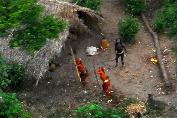 Tribu sin contacto con el mundo moderno en Amazonas video HD