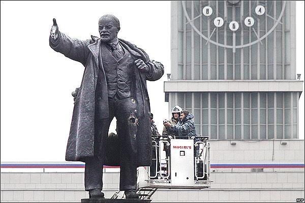 Ataque a estatua de Lenin