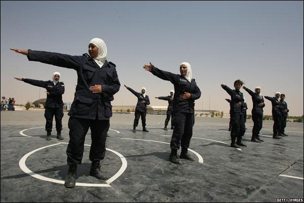http://www.bbc.co.uk/spanish/specials/images/1814_galeria21agosto/4181539_policias.jpg