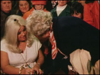 Diana Dors signing books in Swindon bookshop