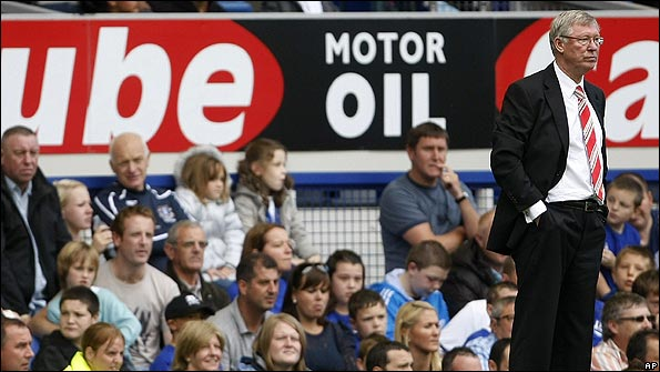 Manchester United manager Sir Alex Ferguson watches his side at Goodison Park
