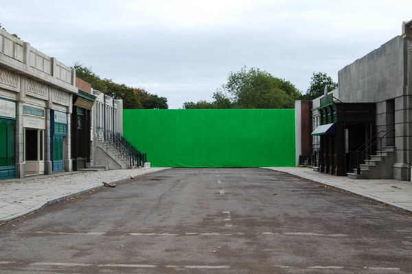 The Pinewood set of Money without CGI and with a green screen at the back of the set