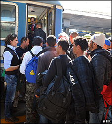 Tunisian migrants boarding Italian train bound for Ventimiglia near French border, 21 Apr 11