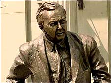 Harold Wilson statue c/o PA Images