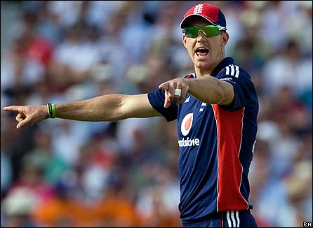 Pietersen directs operations in the field