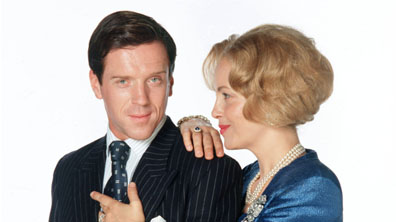 Jeffrey (Damian Lewis) and Mary (Polly Walker)