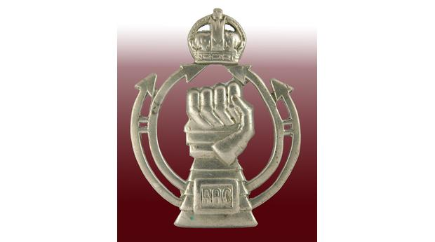 WW2 Royal Armoured Corps Cap Badge